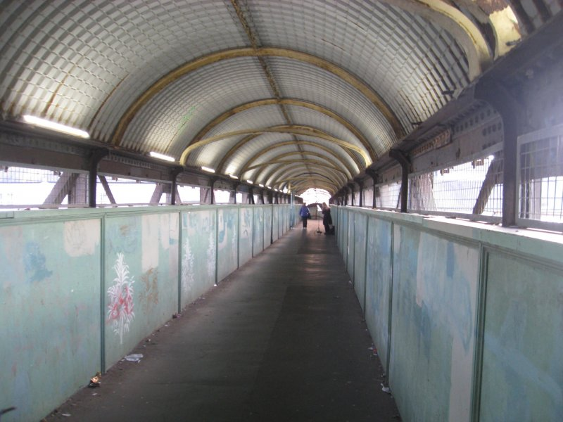Hove-station-footbridge